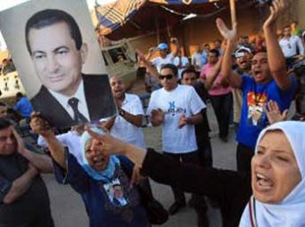 У суда в Каире начались столкновения между сторонниками и противниками Мубарака: есть погибшие