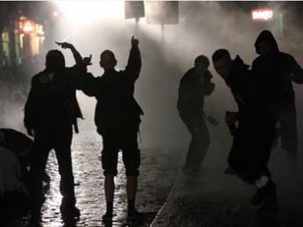 В Гамбурге уличный фестиваль закончился масштабными ночными погромами