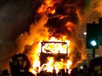 Погромы в Лондоне: жители мстят полиции за смерть 29-летнего британца
