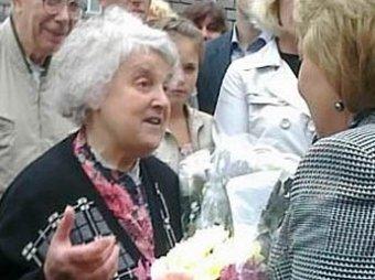 Блогеры: за Матвиенко агитирует «группа специально обученных бабушек»