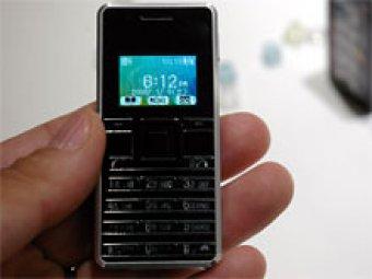 В Японии выпустили самый маленький в мире телефон