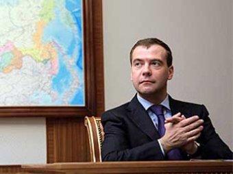 СМИ: Медведев назначил на должность полпредов трех федеральных округов своих людей