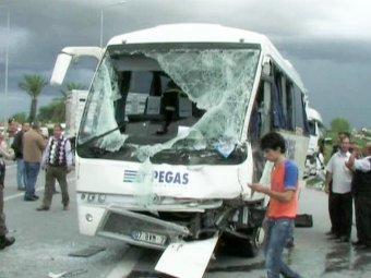 В турецкой Анталье разбился автобус с российскими туристами: 18 пострадавших