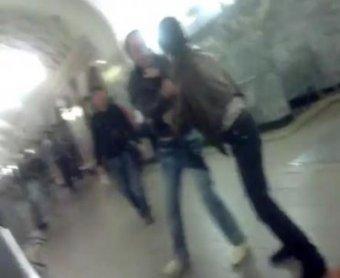 В столичном метро пятеро кавказцев избили студента, заступившегося за девушку