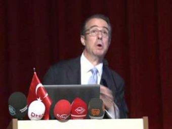 Чиновника ВМФ в Турции студенты закидали яйцами