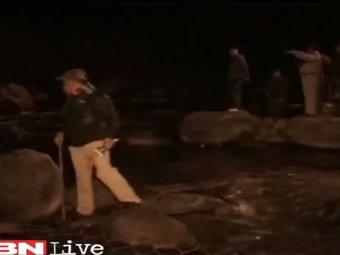 При обрушении моста в Индии погибли больше 30 человек