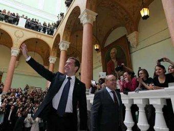 Визит Медведева на журфак перерос в скандал