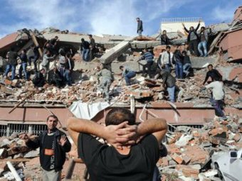 Мощное землетрясение в Турции: до 1000 погибших