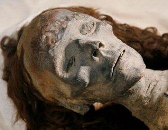 СМИ: нижегородец выкапывал из могил трупы девушек и делал из них ... кукол