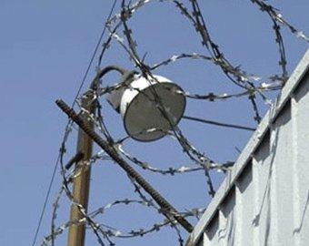 Десятки заключенных порезали себе вены
