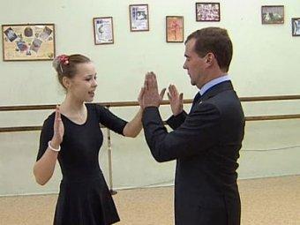 В Сети появился новый танцевальный хит от Медведева