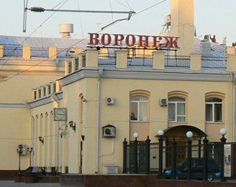Локомотив протаранил вагон поезда: 10 пострадавших