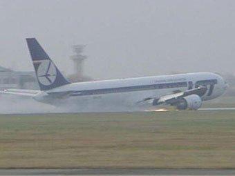 Boeing-767 приземлился без шасси в аэропорту Варшавы