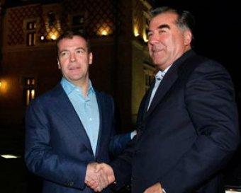 Президент Таджикистана готов решить проблему с летчиками