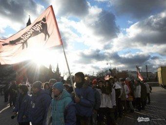 В центре Москвы прошел многотысячный прокремлевский марш барабанщиков