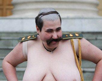 """""""Голые феминистки"""" пропали в Минске после акции у здания КГБ"""