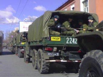 В центр Москвы стянуты грузовики с солдатами и ОМОН