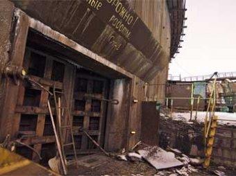 Блогеры проникли на секретный завод в Подмосковье через дырку в заборе
