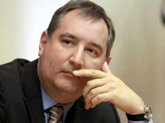 Рогозин опробовал суперпистолет «Страйк» и назначил Калашникова своим советником