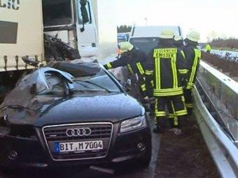В Германии в тумане столкнулись 50 автомобилей: трое погибших, десятки раненых