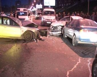 В Москве из-за гололеда столкнулись сразу 15 машин