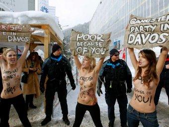 Активистки FEMEN устроили голый протест на экономическом форуме в Давосе