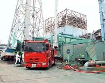 """Из реактора """"Фукусима-1"""" снова вытекает"""
