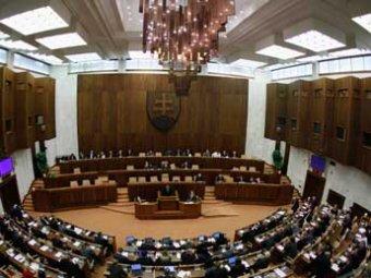 Депутаты Словакии разделись ради отмены неприкосновенности