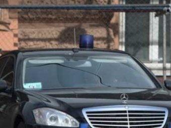 СМИ: перед глобальным запретом чиновники кинулись скупать люксовые авто