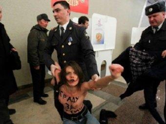 """FEMENисток выдворят из России за попытку """"украсть голос Путина"""""""