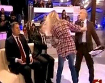 Депутат и активистка Femen подрались в прямом эфире