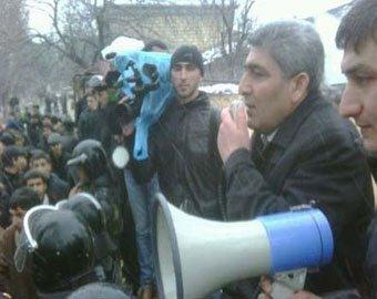 В Азербайджане неосторожное слово чиновника привело к народному бунту