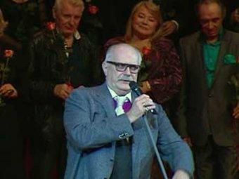 Михалков попросил Путина остановить «оскотинивание» россиян