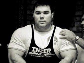 Чемпион мира по жиму штанги умер в Омске от разрыва печени