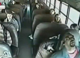 В США школьник спас одноклассников, остановив неуправляемый автобус