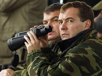 СМИ: министр обороны Сердюков не хочет работать с Медведевым