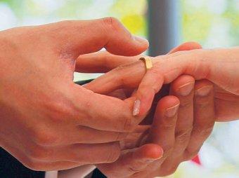 Эксперты: каждый пятый брак в России фиктивен