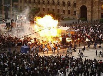 На митинге в Ереване взорвались воздушные шары: 144 раненых