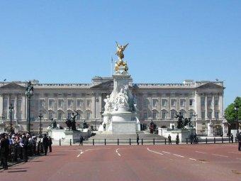 """Британская монархия """"стоит"""" дешевле, чем Facebook"""