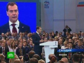 """Медведев предложил """"единороссам"""" """"вшивать чип под кожу"""", чтоб знать кто где ночует"""