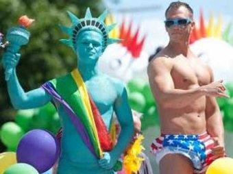 700 тысяч геев Берлина приветствовали Путина и Медведева обидным портретом