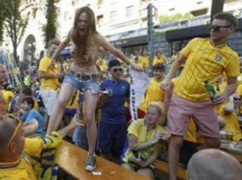 Феминистки провели голую в Киеве и заявили об избиении фанатами