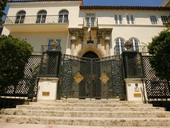 Проклятый особняк Версаче выставлен на продажу
