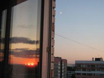 В Москве из окна выпала голая девушка