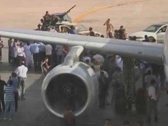 Главный аэропорт Ливии захватили боевики
