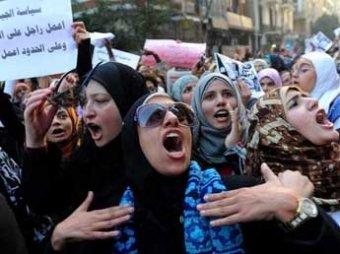 Сотни мужчин напали на протестующих против сексуальных домогательств египтянок