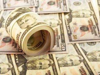 После долгого взлета курс доллара рухнул почти на рубль