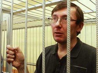 Бывшего главу МВД Украины снова осудили на два года тюрьмы