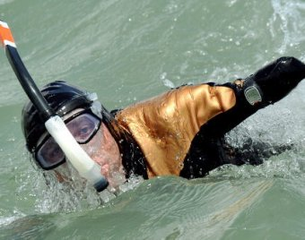 Безногий и безрукий пловец совершил кругосветное плавание