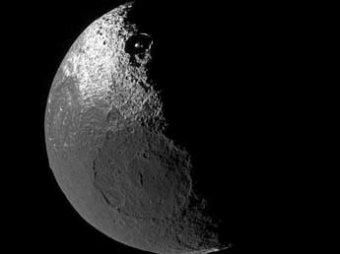 """На луне Сатурна обнаружены 80-километровые """"текущие"""" лавины"""